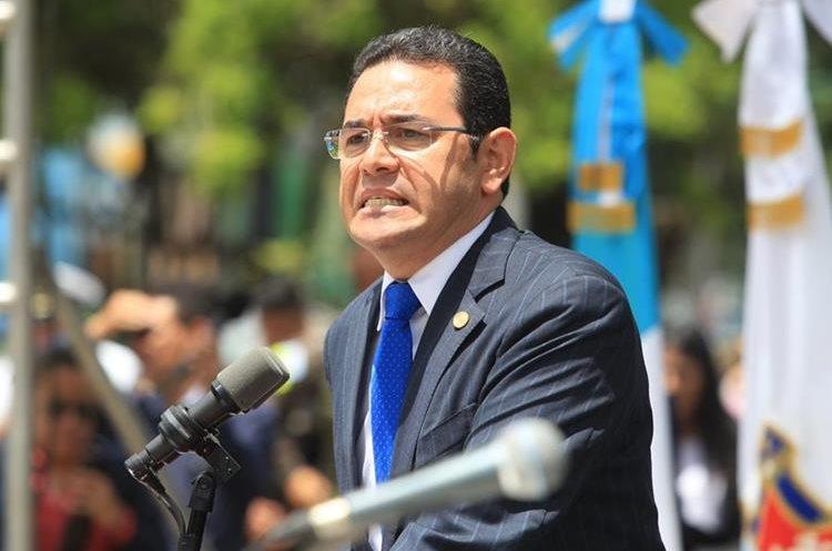 Desde diciembre del año pasado al presidente le han otorgado bonos mensuales por Q50 mil. (Foto Prensa Libre: Esbin García)