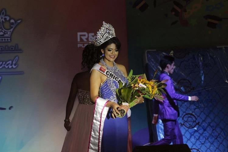 La elección de reina del Carnaval de Mazatenango, en la que fue coronada Dariana Tórtola, se efectuó en el parque central de la localidad. (Foto Prensa Libre: Melvin J. Popá)