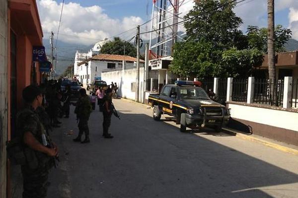 """<p>Los allanamientos se llevaron a cabo en diferentes lugares de Rabinal (Foto Prensa Libre: Carlos Grave)<br _mce_bogus=""""1""""></p>"""