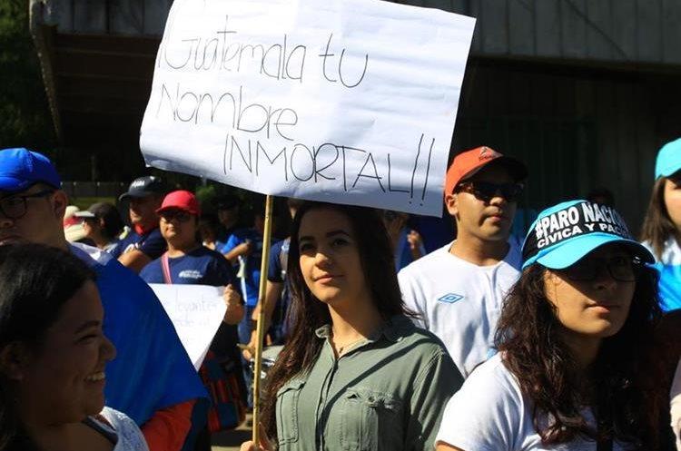El nombre de Guatemala también resalta en los carteles.