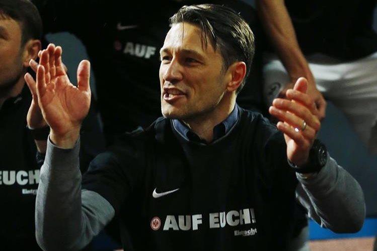 El técnico del Frankfurt, Niko Kovac espera que su equipo pueda estar en el podio de la Bundesliga. (Foto Prensa Libre: AP)