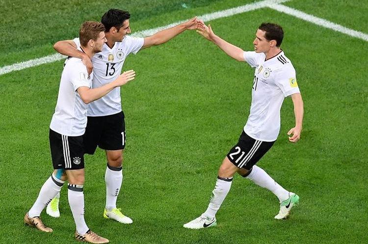 Jugadores alemanes festejan después de haber marcado el 1-0 contra Chile durante la final de la Copa Confederaciones 2017.