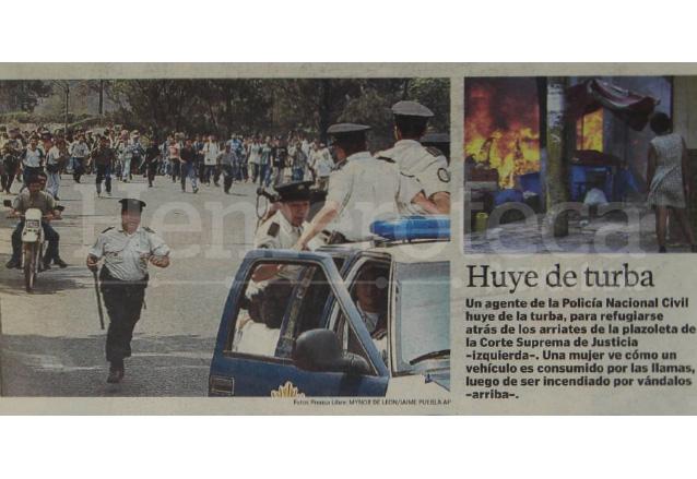 La pasividad de la PNC durante las manifestaciones fue cuestionada ya que la violencia desbordó su acción. (Foto: Hemeroteca PL)