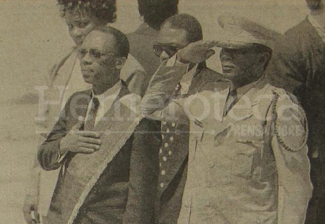 El presidente constitucional de Haití Jean-Bertrand Aristide, retornó al país, como estaba previsto, el 15 de octubre de 1994, tras estar en el exilio durante 3 años. (Foto: Hemeroteca PL)