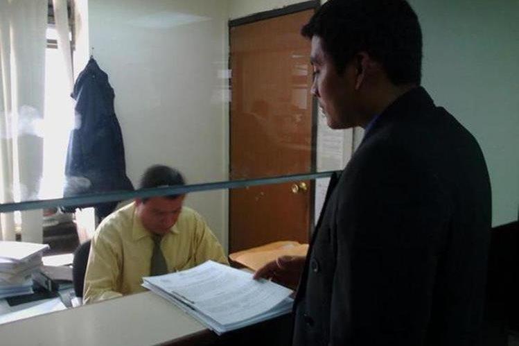 MP entrega solicitud de antejuicio con jefe edil de Mazatenango, Suchitepéquez. (Foto Prensa Libre: MP)