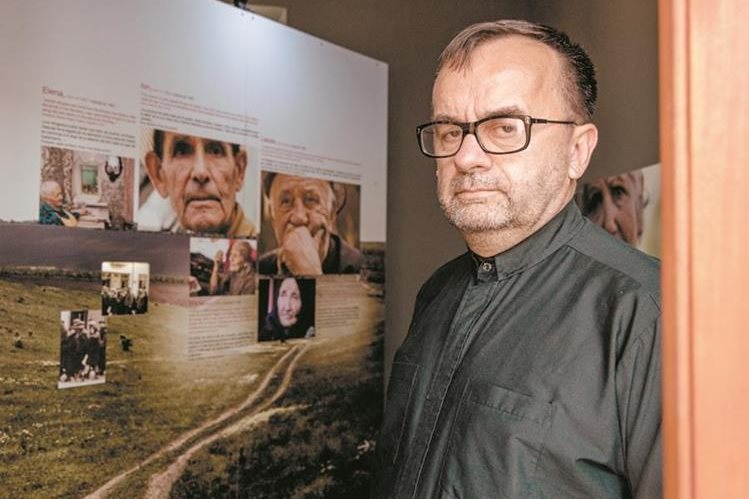 El sacerdote Patrick Desbois trabaja en Europa del Este para saber qué sucedió con los judíos durante la Segunda Guerra Mundial. (Foto Prensa Libre: Roberto Villalobos Viato)