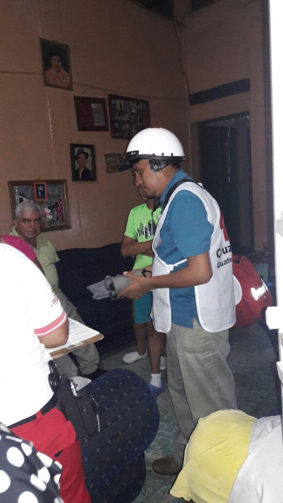 En Coatepeque, Quetzaltenango, los cuerpos de socorro atendieron a varias personas con crisis nerviosa.