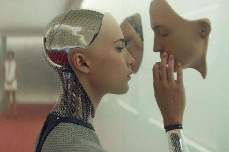 Una escena de la película Ex-Machina en la que se aborda el tema del sexo con robots. (Foto Twitter/@ExMachinaMovie).