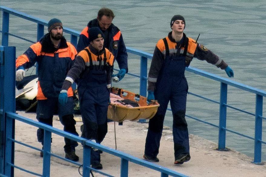 Continúa el rescate de víctimas de accidente de avión ruso en el Mar Negro. (AFP)