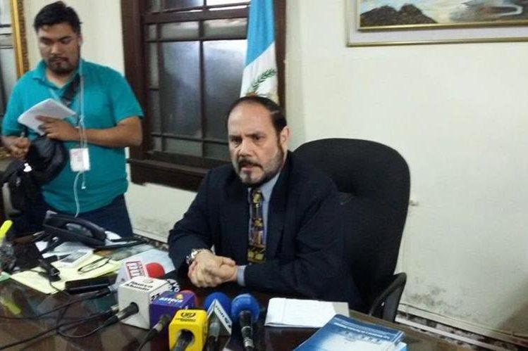 El director del Registro de Ciudadanos Leopoldo Guerra confirma el número de candidatos a participar en las elecciones del 6 de septiembre. (Foto Prensa Libre: Manuel Hernández)