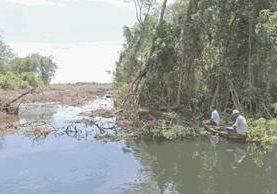 Manglares de Chiquimulilla, Santa Rosa, se encuentran en peligro debido a la contaminación y deforestación. (Foto Prensa Libre: HemerotecaPL)