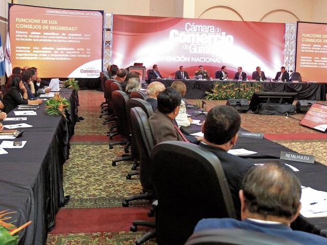 El presidente Jimmy Morales participa en la Convención Nacional de Filiales de la Cámara de Comercio de Guatemala, cuyos directivos cuestionaron las jurisdicciones indígenas. (Foto Prensa Libre: Esbin García)