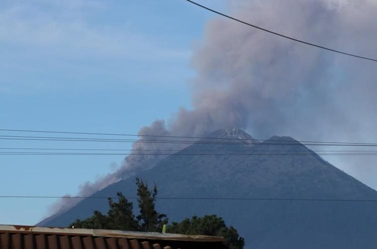 El Volcán de Fuego está situado entre los departamentos de Escuintla, Chimaltenango y Sacatepéquez. (Foto: Hemeroteca PL)