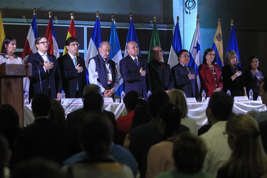 La Feria Internacional del Libro en Guatemala fue inaugurada en el Parque de la Industria por funcionarios de Gobierno y representantes de casas editoras que buscan fomentar la lectura en el pa's. (Foto Prensa Libre: Edwin Berciá‡n)