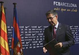Josep María Bartomeu dio a conocer los detalles durante la presentación del nuevo técnico del Barcelona. (Foto Prensa Libre: EFE)