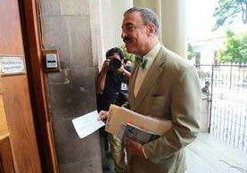 El diputado Fernando Linares Beltranena ingresa a la Casa Presidencial para atender una invitación de la Presidencia. (Foto Prensa Libre: Alvaro Interiano)