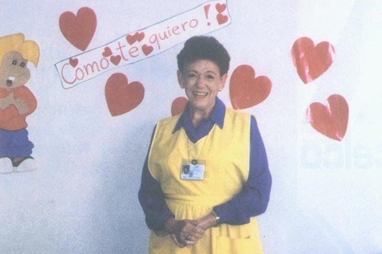 Helen de Castellanos, fundadora de la Asociación de Damas pro Asistencia Hospitalaria, Advah. Foto tomada en los 25 años de la Asociación.