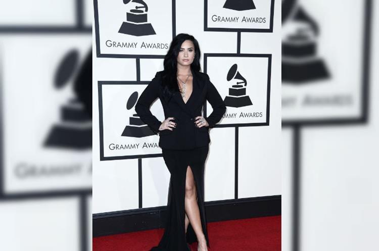 Demi Lovato posa a su llegada a la ceremonia de entrega de los 58 edición de los Premios Grammy, en el Staples Center de Los Ángeles, California, el 15 de febrero de 2016. (Foto Prensa Libre: EFE)