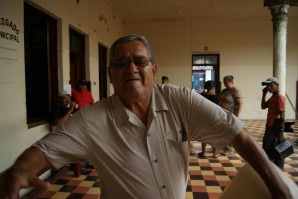 <p>La imagen muestra cuando el alcalde   Delgado intenta agredir al corresponsal Danilo López. (Foto: Archivo)<br></p>