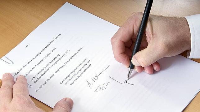 El testamento tiene trascendencia económica, porque al dejar clara la voluntad evita problemas a los herederos. (Foto Prensa Libre: www.testamentoherenciasysucesiones.com)