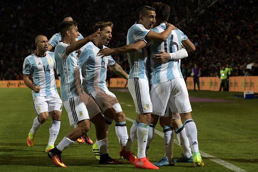 Argentina sacó los tres puntos contra los charrúas el jueves. (Foto Prensa Libre: AFP)
