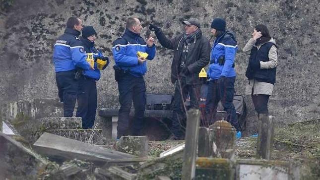 <em>Una cuarentena de tumbas cristianas fueron profanadas en el cementerio de Labry, en el este de Francia. (tabascohoy.com).</em>