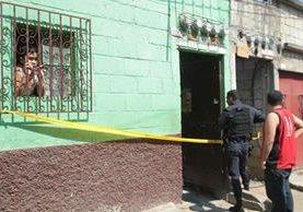 Una mujer de 65 años murió dentro de su vivienda en Amatitlán. (Foto Prensa Libre: Érick Ávila)