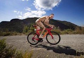 En la fotografía de Chris Froome se puede apreciar la herida en la cadera luego de caer durante la Vuelta. (Foto Prensa Libre: Twitter Chris Froome)