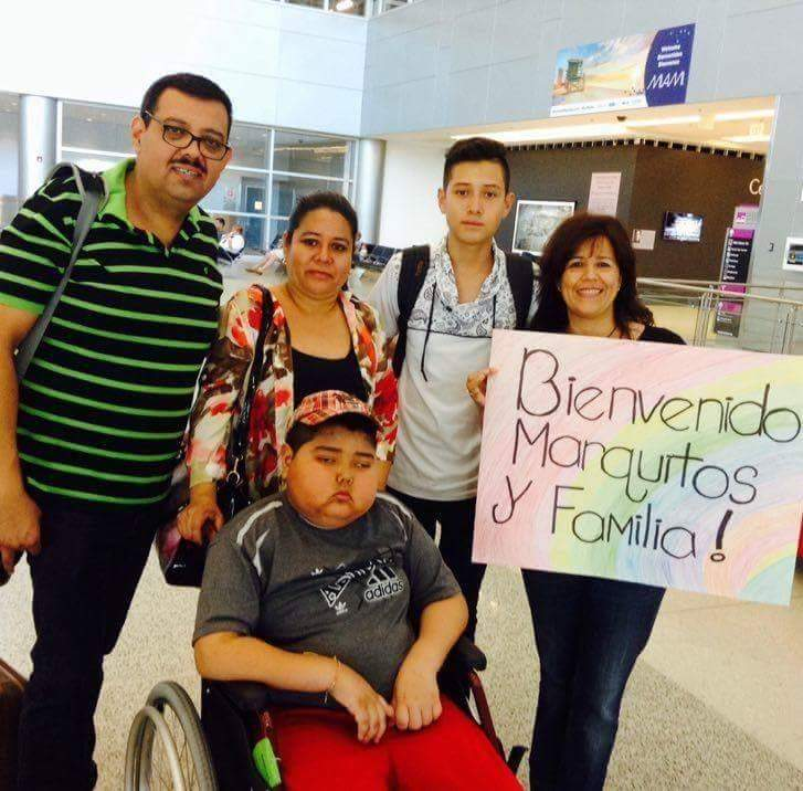 Marcos Castellanos viaja junto a su familia a Miami, Florida, EE. UU. para someterse a una cirugía. (Foto Prensa Libre: Tomada de Facebook)