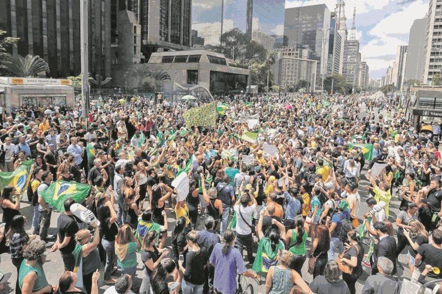 Manifestantes protestan contra Rousseff en Sao Paulo. (Foto: Hemeroteca PL)