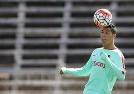 Cristiano Ronaldo se entrena con su Selección para participar en la fecha Fifa. (Foto Prensa Libre: EFE)