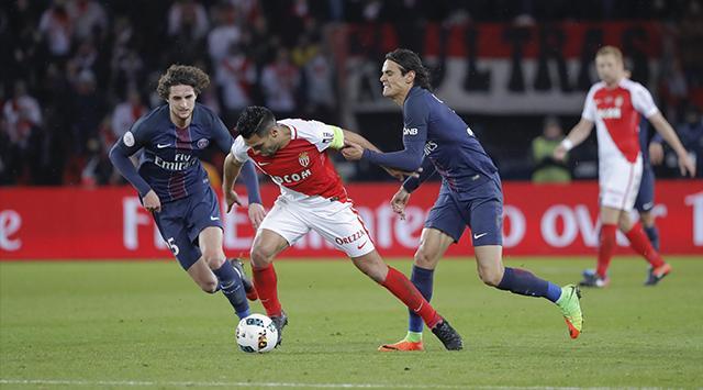 Radamel Falcao lidera la tabla de goleadores de la Ligue 1 con nueve tantos, Cavani le sigue con siete. (Foto Prensa Libre: AFP)