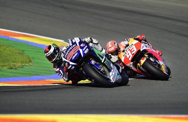 El piloto Jorge Lorenzo, al frente de la competencia. (Foto Prensa Libre: AFP)