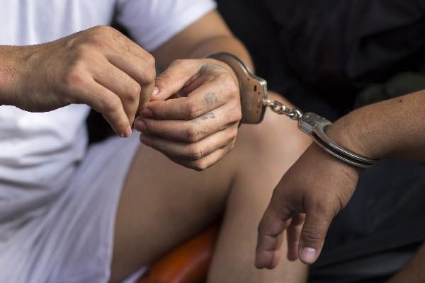 Marvin Ramos es señalado de utilizar credenciales pastorales para acceder a las cárceles. (AP).
