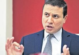 En su despacho, el ministro de Relaciones Exteriores, Carlos Raúl Morales Moscoso, atendió a Prensa Libre para hablar de las acciones de Trump. (Foto Prensa Libre: Esbin García)