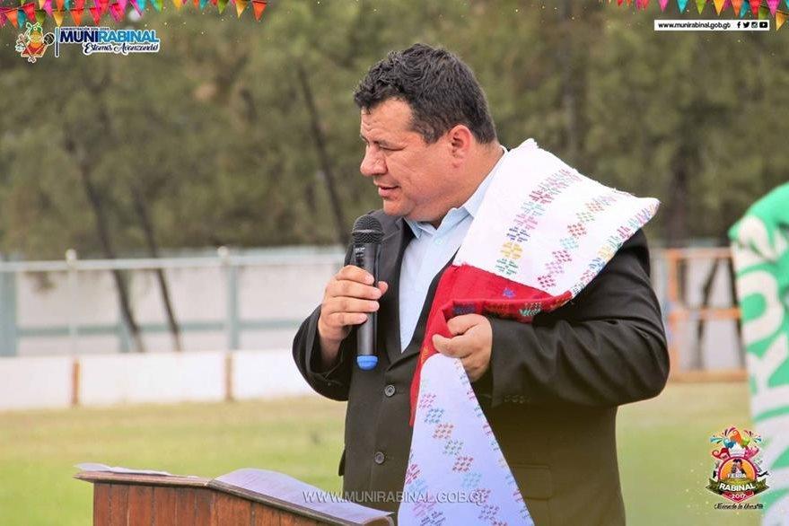 Alcalde Ángel Amado Pérez, durante una actividad en Rabinal. (Foto Prensa Libre: Facebook)