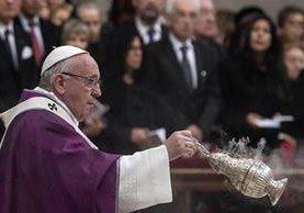 El papa Francisco oficia el miércoles la santa misa. (Foto Prensa Libre: EFE).