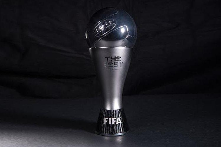 """Este es el trofeo """"The Best"""" que será entregado por primera vez el próximo lunes a Cristiano Ronaldo, Leonel Messi o Antoine Griezmann, los tres nominados. (Foto Prensa Libre: Twitter)"""