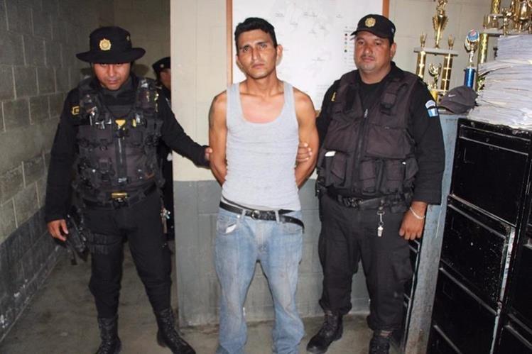 Élmer Isaías Larios Escobar, señalado de robo de motocicleta, es puesto a disposición de los tribunales.(Foto Prensa Libre: Rigoberto Escobar)