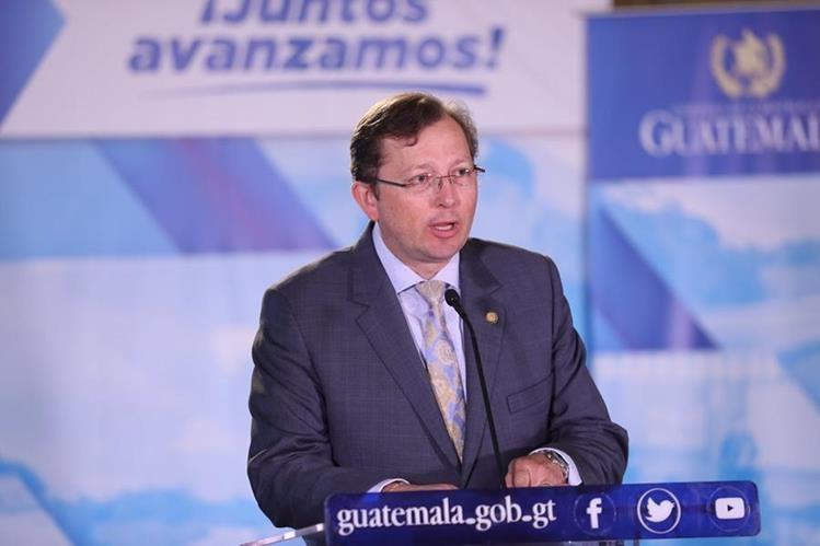 Acusan de abuso sexual al presidente de Guatemala