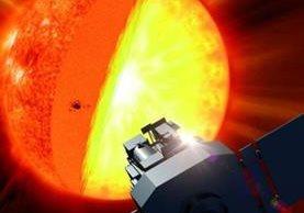 La temperatura del núcleo es de cerca de 15 millones de grados centígrados. En la superficie del Sol la temperatura es de unos 5 mil 500 grados centígrados. Las áreas blancas en la imagen corresponden a las zonas donde el campo magnético es más fuerte. NASA