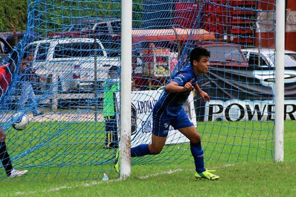 Celebración del gol anotado por Juan Manuel Klug. (Foto Prensa Libre: Eduardo Sam Chun)