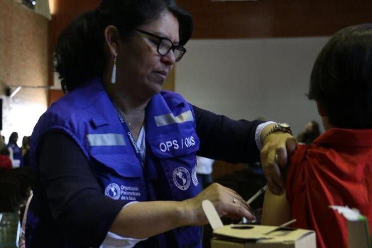 Jornada de vacunación que desarrolla el Ministerio de Salud por el brote de sarampión. (Foto Prensa Libre: OPS)