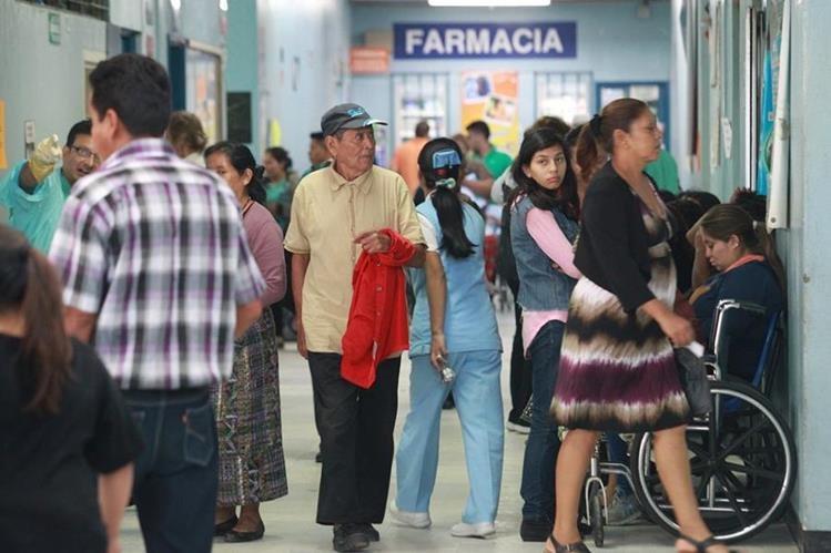 Hospital San Juan de Dios enfrenta problemas por la llegada de pacientes del interior del país. (Foto Prensa Libre: Hemeroteca PL)