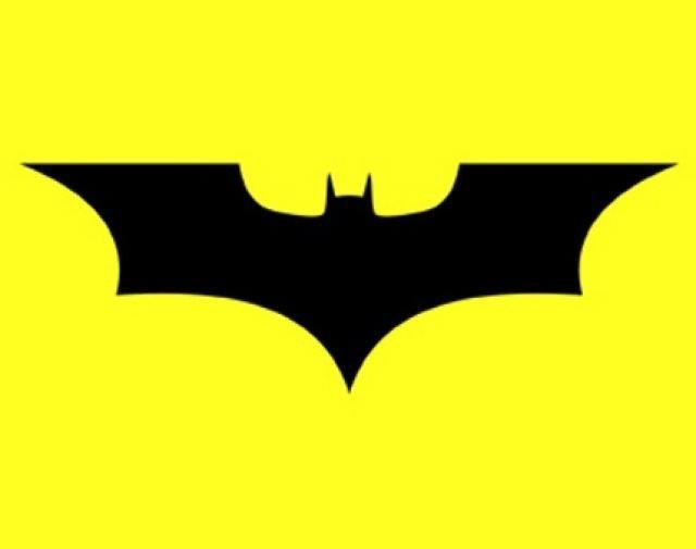 Batman Begins. Logo de la película dirigida por Christopher Nolan y en el pecho de Batman interpretado por Christian Bale en sus dos secuelas. (Foto Prensa Libre: Hemeroteca PL)