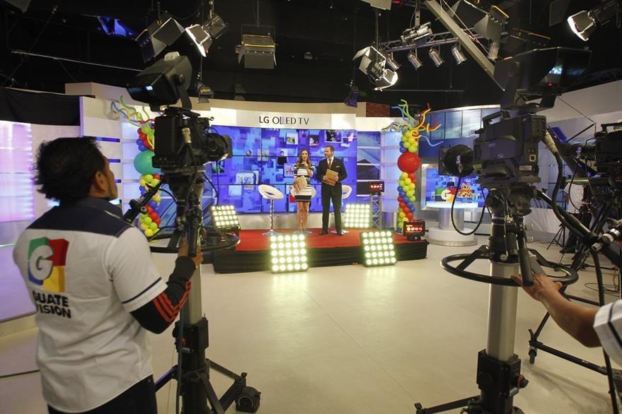 El programa se transmitió desde el set de Viva la mañana. (Foto Prensa Libre:Paulo Raquec)