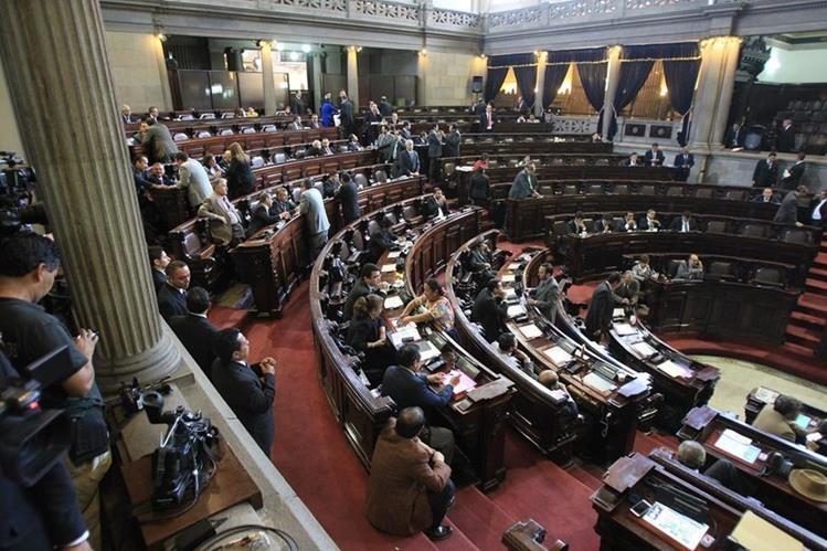En junio pasado los diputados aprobaron un acuerdo para queel Congreso les pague sus prestaciones de ley. (Foto Prensa LIbre: Hemeroteca PL)