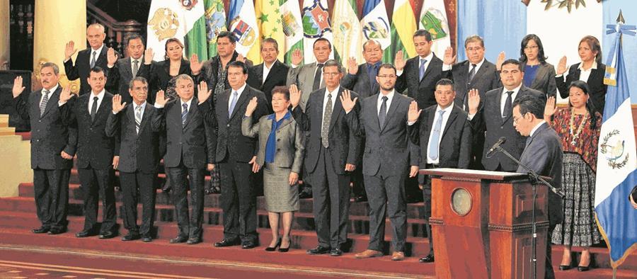 Solo cuatro podrían quedar de los gobernadores originales que el presidente Jimmy Morales juramentó en marzo del año pasado. (Foto Prensa Libre: HemerotecaPL)