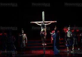 """Invitación de 1999 para presenciar la obra """"La Vía Dolorosa"""". (Foto: Hemeroteca PL)"""