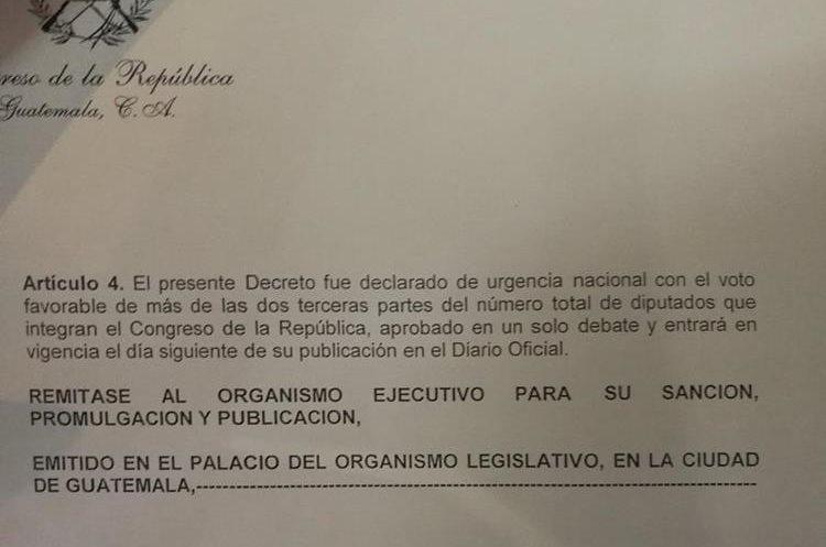El artículo 4 de las reformas aprobadas por el Congreso. (Foto Prensa Libre: Jessica Gramajo)